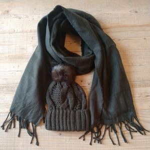 H&M standard scarf and hat set.